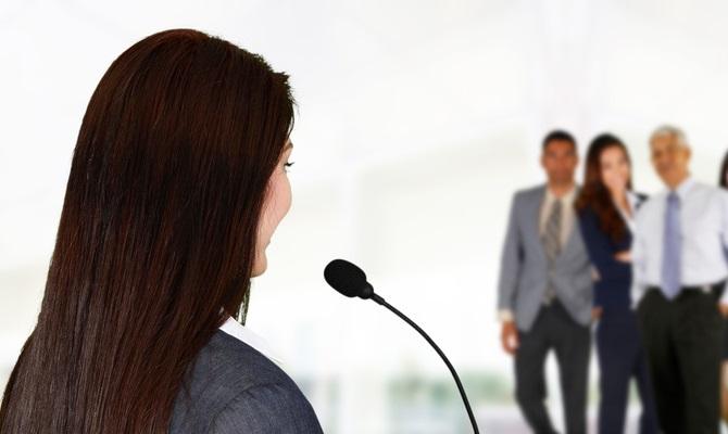 Parler en public, leadership, optimiser, formation, coaching, consultation, service conseil cm, Corine Markey